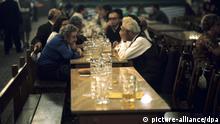 Symbolbild Alte Menschen Sucht Alkoholismus