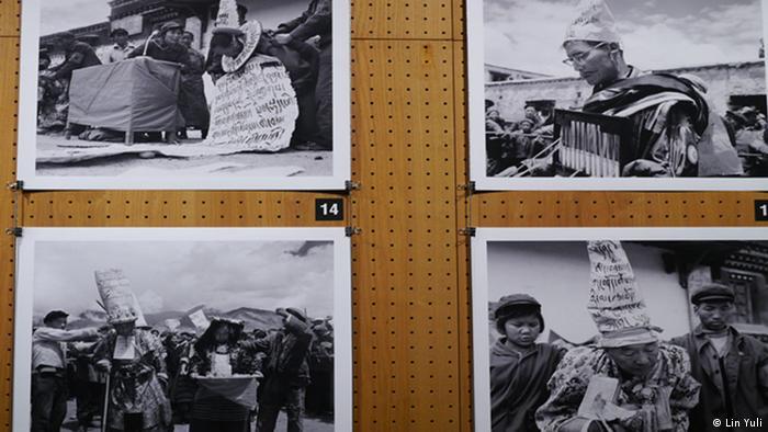 """Für die China-Redaktion der Deutschen Welle ©Lin Yuli Bildbeschreibung: Die Ausstellung """"Die sichtbaren und die unsichtbaren Gefängnisse, eine Ausstellung mit chinesischen Künstlern"""" bei dem Literaturfestival Berlin Datum: 03.09.2012 Schlagworte: China, Tibet, Literaturfestival Berlin, TSERING DORJEE, Kulturrevolution"""