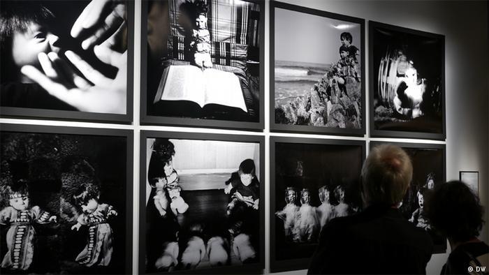 """Für die China-Redaktion der Deutschen Welle ©DW/ Lin Yuli Bildbeschreibung: Die Ausstellung """"Die sichtbaren und die unsichtbaren Gefängnisse, eine Ausstellung mit chinesischen Künstlern"""" bei dem Literaturfestival Berlin Datum: 03.09.2012"""