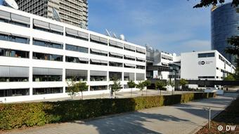 Deutsche Welle Bonn Funkhaus Gebäude mit Logo neu
