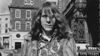 GettyImages 3364746 18th March 1968: Hippy Graham Cryer, accused of putting red dye in the fountains in Trafalgar Square, London, and of throwing a smoke bomb. He is currently on bail. (Photo by Fred Mott/Evening Standard/Getty Images)