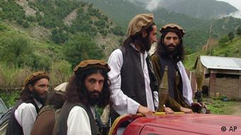 Pakistani Taliban patrol in their stronghold of Shawal in the Pakistani tribal region of South Waziristan (Photo: Ishtiaq Mahsud, File/AP/dapd)