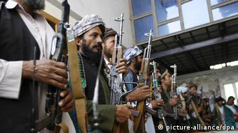 A group of 21 former Taliban militants after surrendering their weapons during a reconciliation ceremony in Herat, Afghanistan (Photo: EPA / JALIL REZAYEE +++(c) dpa - Bildfunk+++)
