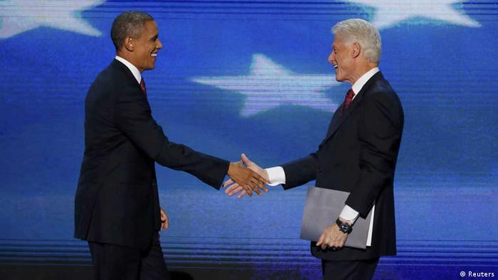 President Barack Obama joins former President Bill Clinton (R) onstage after Clinton nominated Obama for re-election during the second session of the Democratic National Convention in Charlotte, North Carolina, September 5, 2012. REUTERS/Jason Reed (UNITED STATES - Tags: POLITICS ELECTIONS) // Eingestellt von wa