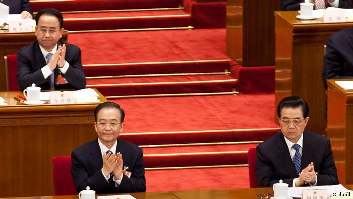 In this photo taken on March 11, 2012, Ling Jihua, a loyal aide and confidante to President Hu Jintao, top left, sits near Chinese President Hu Jintao, right, and Premier Wen Jiabao, left, as they attend a plenary session of the National People's Congress at the Great Hall of the People in Beijing. China's hopes for a smooth, once-a-decade political transition have been shaken by a lurid new scandal involving the death of senior official Ling's son who crashed during what may have been sex games in a speeding Ferrari. (Foto:Andy Wong/AP/dapd)