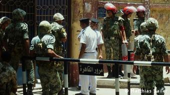 Egyptian military police in front of a polling station