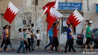 Anti-government demonstrators shouting anti-government slogans hold Bahraini flags as they march on streets of the village of Sanabis, west of Manama, September 5, 2012, in protest against prison sentences of 20 leaders of a Bahraini uprising last year which were upheld by a court on Tuesday. REUTERS/Hamad I Mohammed