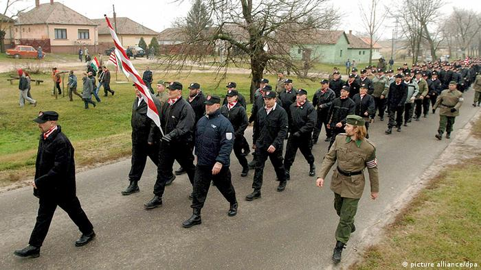 Right-wing members of the Hungarian Guard Movement march through Tatarszentgyörgy EPA/ATTILA KOVACS HUNGARY OUT +++(c) dpa - Report+++