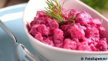 heringssalat I © emmi #30613618 - Fotolia.com Essen & Trinken - Fisch: Eine Schale mit Heringssalat