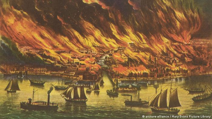 A painting of the Great Fire of Chicago (Mary Evans Picture Library)