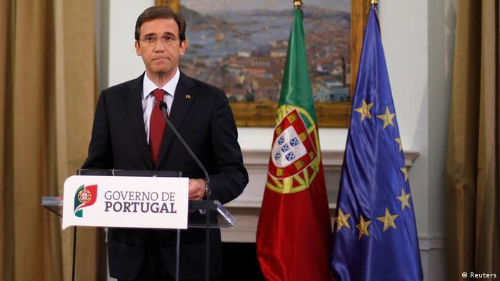Portugal's Prime Minister Pedro Passos Coelho makes a statement in Sao Bento Palace, Lisbon September 7, 2012. Passos Coelho outlined new austerity measures late on Friday, media reported, as the country struggles to meet tough fiscal goals set under its international bailout. REUTERS/Rafael Marchante (PORTUGAL - Tags: BUSINESS POLITICS)