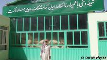 حسن خان میرزا، می گوید که بین مسلمانان هیچ فرقی نیست و او عبادتگاهی را برای پیروان هر دو مذهب تشیع و تسنن ساخته است.