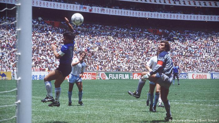 Diego Maradona Argentinien 1986 Hand Gottes Tor England WM