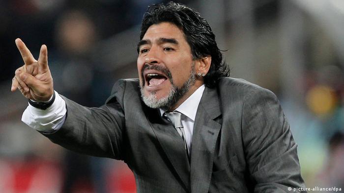 Maradona en el banquillo de la albiceleste, en el Mundial de 2010