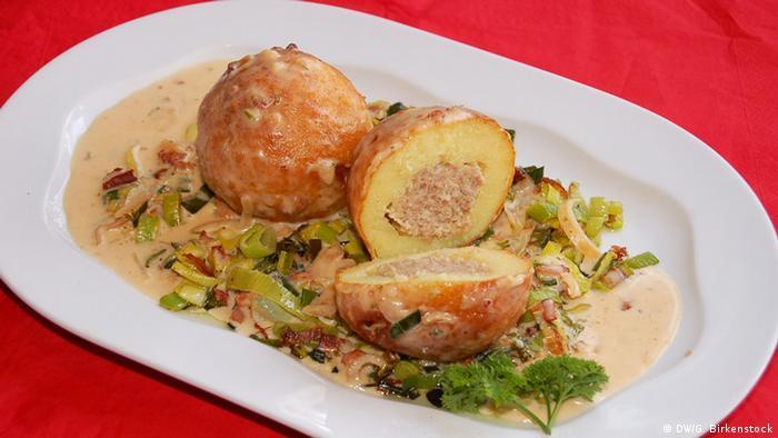 Картофельные клецки с мясной начинкой