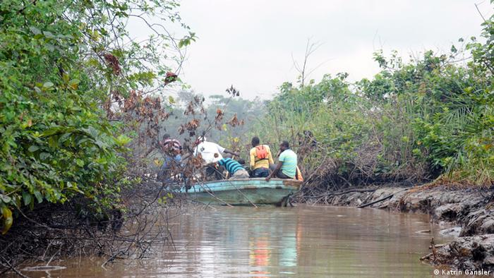 Une raffinerie illégale dissimulée dans la mangrove