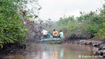 Entrance to one of the illegal refineries in the Niger Delta Foto: Katrin Gänsler