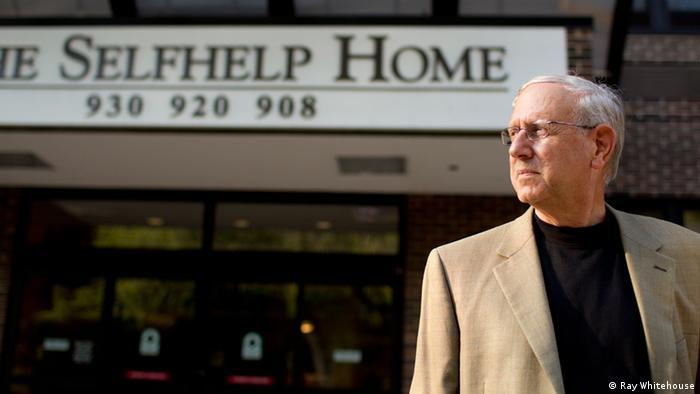 Ethan Bensinger vor dem Selfhelp Home in Chicago (Foto: Ray Whitehouse)