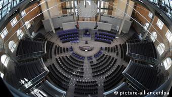 Μεσοπρόθεσμα μέτρα ελάφρυνσης του χρέους και ένταξη στην ποσοτική χαλάρωση θα επανέλθουν στο τραπέζι με τον ένα ή τον άλλο τρόπο μετά τις γερμανικές εκλογές του Σεπτεμβρίου, εκτιμούν στις Βρυξέλλες