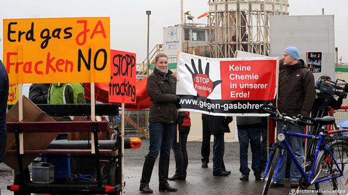 Demonstrators protesting against fracking in Germany Photo: picture-alliance/dpa