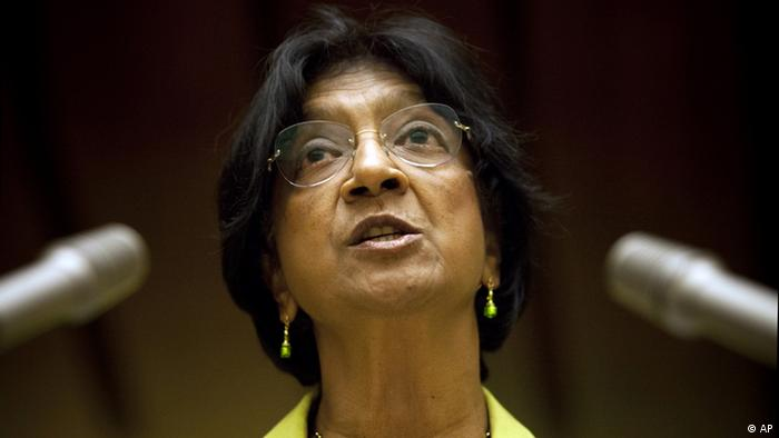 Pillay delivers her speech at the Human Rights Council on Monday. To her left and right are microphones. Foto:Anja Niedringhaus/AP/dapd)