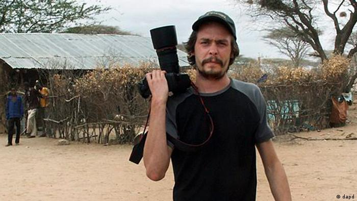 Swedish photojournalist Johan Persson in the Dadaab refugee camp in Kenya. (Photo: epa03392792 MANDATORY CREDIT: KONTINENT AGENCY A handout photograph dated 13 September 2009 and provided by Kontinent Agency on 10 September 2012 shows a)