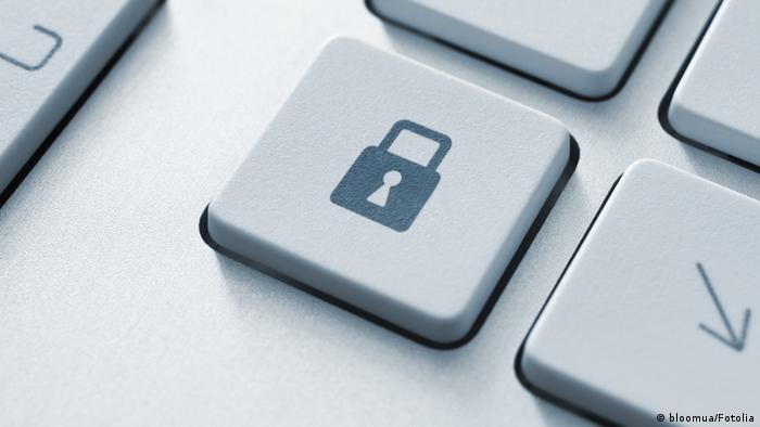 Кнопка на компьютерной клавиатуре с изображением замка
