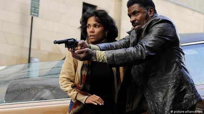 Halle Berry (e.) e Keith David compõem o elenco de grandeza hollywoodiana