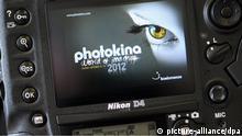Photokina 2012 Logo durch Kamera