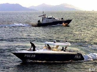 Malaysische Polizeiboote bieten kaum Schutz