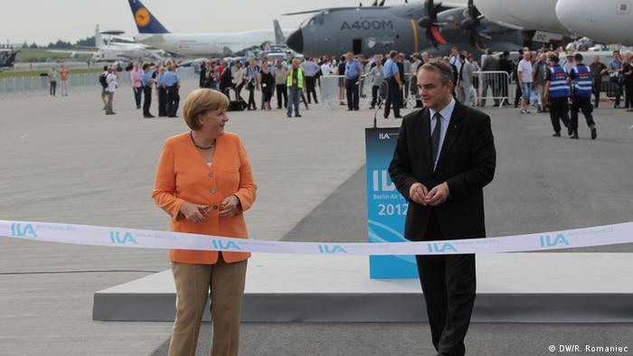 ILA 2012 in Berlin (11.09.2012): Bundeskanzlerin Angela Merkel und WIrtschaftsminister Polens Waldemar Pawlak; Copyright: DW/R. Romaniec