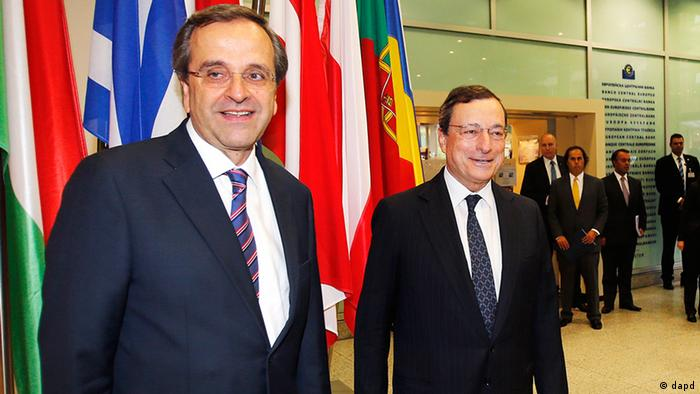 President of European Central Bank Mario Draghi, right, and Greece's Prime Minister Antonis Samaras meet for talks at the European Central Bank in Frankfurt, Germany, Tuesday, Sept. 11, 2012. (Foto:Michael Probst/AP/dapd)