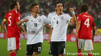 Παλιές, καλές εποχές: Οζίλ και Μίλερ πανηγυρίζουν με τη φανέλα της Εθνικής Γερμανίας