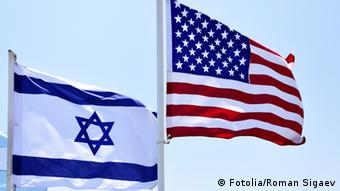 Flags of USA and Israel in the wind close-up Fotolia/Roman Sigaev
