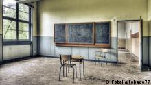 Verlassener Klassenraum