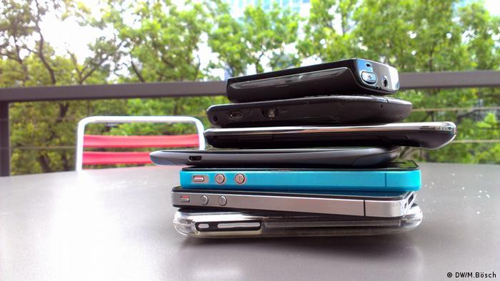 Symbolbild Stapel von Smartphones