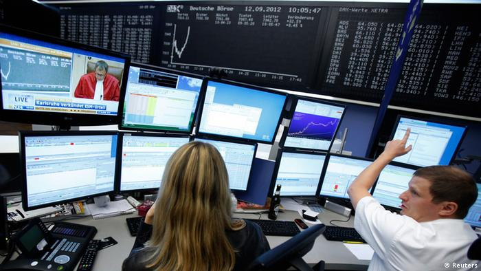 Traders in action at the Frankfurt Stock Exchange REUTERS/Alex Domanski (GERMANY - Tags: BUSINESS TPX IMAGES OF THE DAY)
