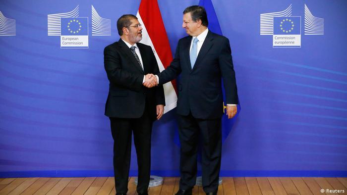 Ägyptens neuer Präsident Mohammed Mursi (l) wird von EU-Kommissionspräsident Jose Manuel Barroso begrüßt (Foto: rtr)