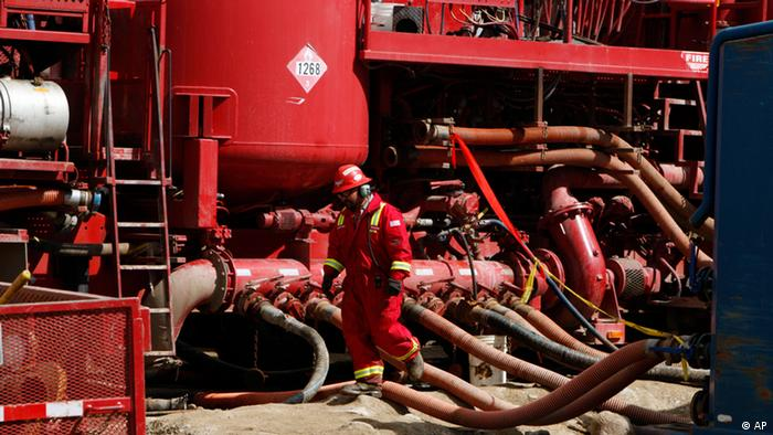 A worker steps through the maze of hoses being used at a remote fracking site being run by Halliburton for natural-gas producer Williams on April 15, 2009, in Rulison, Colorado. (AP Photo/David Zalubowski)