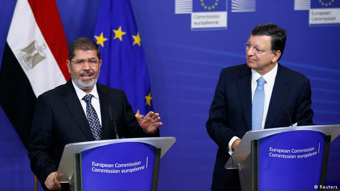 Egypt's President Mohamed Mursi and European Commission President Jose Manuel Barroso (R); September 13, 2012. REUTERS/Francois Lenoir