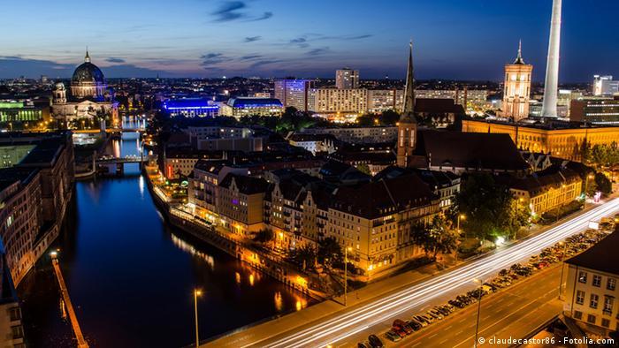 Berliner Skyline zur blauen Stunde