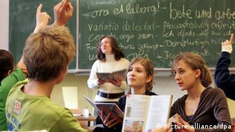 Schüler im Unterricht Foto: Ingo Wagner +++(c) dpa - Report+++