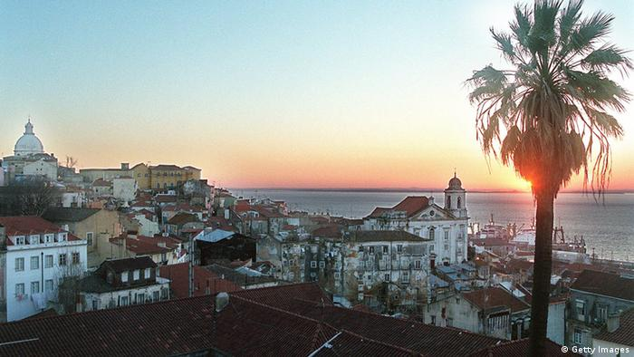 Sonnenaufgang in Lissabon (Photo credit should read DOMINIQUE FAGET/AFP/Getty Images)