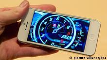 Das neue iPhone 5 aufgenommen am Mittwoch 12.09.2012 in London. In den USA, Deutschland und sieben weiteren Ländern kommt das neue Gerät am 21. September in die Läden. 22 weitere Länder werden am 28. September bedient. Foto: Christoph Dernbach, dpa
