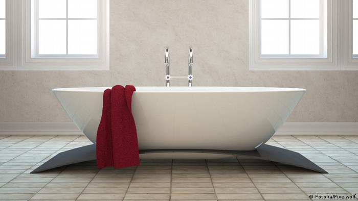 A classy, free-standing bath tub
