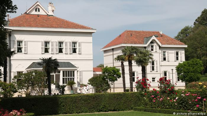 Das Gebäude der deutschen Sommerresidenz Tarabya in Istanbul