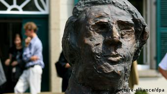Бюст Роберта Шумана у дома-музея в Бонне