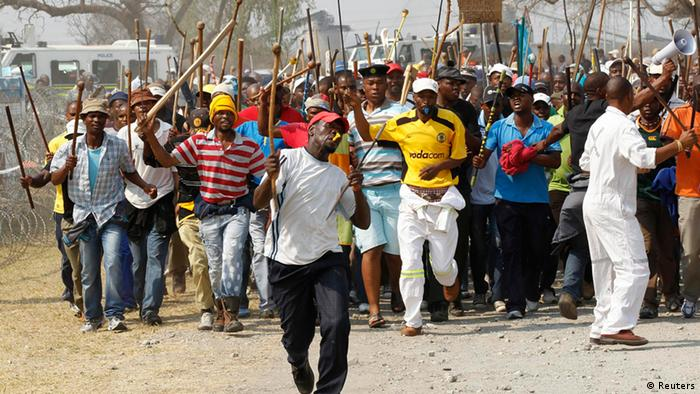Miners arrive for a march at Rustenburg in South Africa's North West Province, (REUTERS/Siphiwe Sibeko)