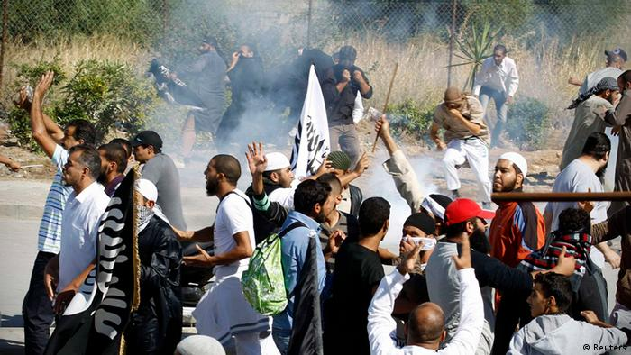 Protesters run for cover during a demonstration in front of the U.S. Embassy in Tunis September 14, 2012.REUTERS/Zoubeir Souissi