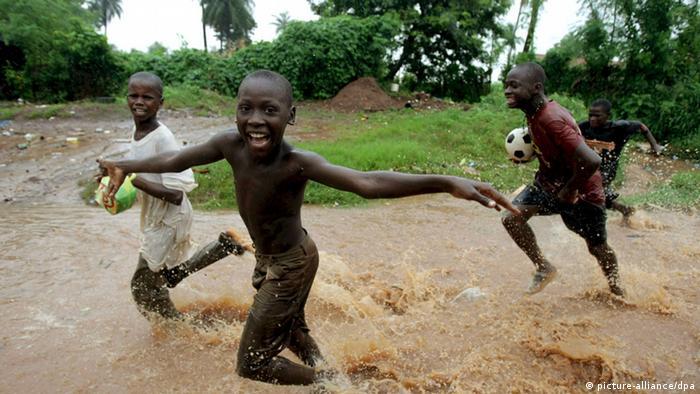 Crianças brincam na Guiné-Bissau (2008)